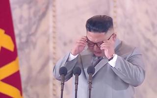 Video: Ông Kim Jong Un xúc động trong lúc đọc diễn văn kỷ niệm thành lập Đảng