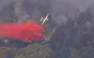 Video: Cháy ngùn ngụt ở ngọn đồi San Francisco, huy động trực thăng dập lửa