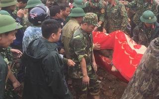 Video: Đã tìm thấy 3 thi thể trong vụ 22 cán bộ, chiến sĩ nghi bị vùi lấp do sạt lở núi ở Quảng Trị