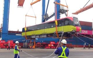 Video: Cận cảnh xếp dỡ đoàn tàu metro Nhổn - ga Hà Nội tại cảng Hải Phòng