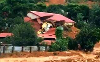 Video: Hơn 20 cán bộ chiến sĩ ở Quảng Trị nghi bị đất đá vùi lấp, đang tăng cường lực lượng tìm kiếm