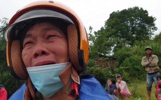 Tường thuật: Mẹ nhìn về phía núi rừng khóc! Chúng tôi đau theo nỗi đau của mẹ