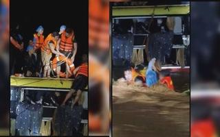 Góc nhìn trưa nay | Giải cứu 20 người trên xe khách bị nước lũ cuốn trong đêm