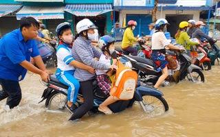 Video: Triều cường vẫn ngập nặng ở Cần Thơ, Vĩnh Long