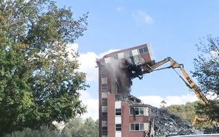 Video: Tòa nhà đổ sập, đè gãy cần cẩu