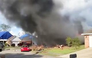 Video: Máy bay phản lực của hải quân Mỹ rơi xuống khu dân cư