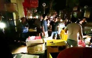 Video: Cúp điện sau bão, người dân Quảng Ngãi đổ xô đi mua đèn cầy, thuê máy phát điện