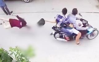 Video: Đã bắt được 2 nghi phạm giật túi xách làm người phụ nữ đập đầu xuống đường