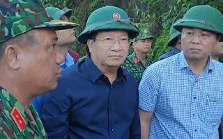 Phó Thủ tướng Trịnh Đình Dũng: Phải tìm kiếm những người mất tích, cứu những người còn sống sót