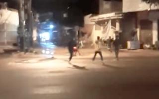 Video: Bắt 21 thanh niên hỗn chiến trong đêm vì mâu thuẫn trên Facebook
