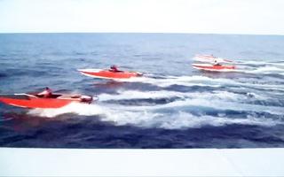 Video: Dùng trực thăng, tàu cao tốc vây bắt đàn 'cá khủng' như phim hành động
