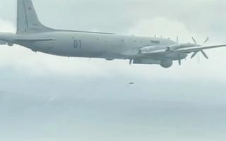 Video: Khoảnh khắc máy bay chống ngầm IL-38 ném bom, rải ngư lôi trên Thái Bình Dương