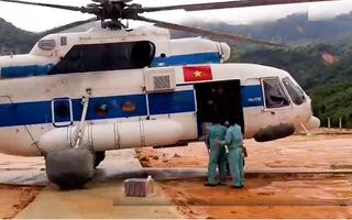 Video: Cận cảnh trực thăng tiếp tế lương thực cho vùng cô lập Phước Sơn