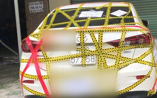 Video: Ôtô đậu chắn cửa ra vào bị người dân dán đầy băng keo