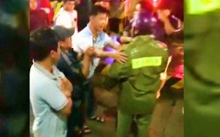 Video: Tài xế vây trạm BOT Ea Đar, quốc lộ 26 qua Đắk Lắk tê liệt nhiều giờ
