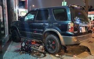 Video: Ôtô 7 chỗ đâm liên hoàn hàng loạt xe máy, 4 người bị thương nặng