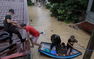 Video: Bão Vamco đổ bộ gây ngập lụt kinh hoàng tại Philippines