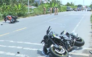 Video: Môtô tông gần gãy đôi xe máy, 1 người chết, 1 người bị thương nặng