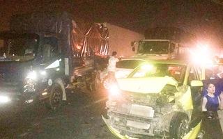 Video: Cao tốc TP HCM - Trung Lương kẹt xe xuyên đêm vì tai nạn liên hoàn