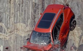 Video: Thả hàng loạt ôtô đời mới từ trên cao xuống để diễn tập cứu người