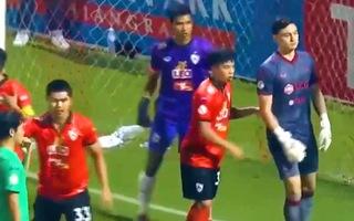 Video: Đặng Văn Lâm bỏ khung thành để lên tấn công, suýt bị thủng lưới
