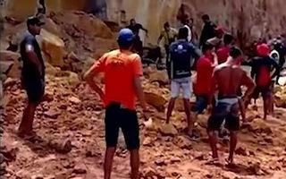 Video: Sạt lở vách núi, 3 người trong gia đình thiệt mạng trong lúc nghỉ mát