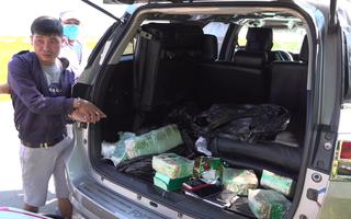 Video: Đi ôtô treo logo VTV giả để vận chuyển 17kg ma túy qua biên giới, còn gây tai nạn