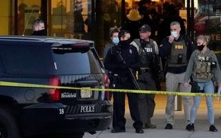 Video: Cảnh sát đang vây hiện trường, truy bắt nghi phạm xả súng tại trung tâm thương mại ở Mỹ