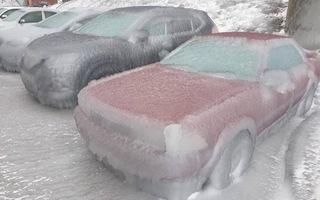 Video: Mưa lạnh bất thường khiến ô tô bị đóng băng hàng loạt ở Nga