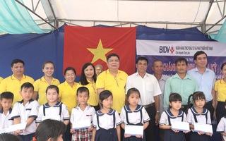 Trao 100 suất học bổng cho học sinh nghèo tỉnh Bến Tre