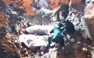 Video: Phát hiện quả bom 340kg chưa phát nổ ở Hà Nội