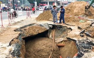 Video: Xuất hiện 'hố tử thần', sụt lún sâu hơn 8m trên đường Phan Văn Trị, TP.HCM