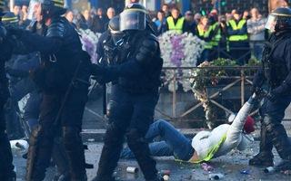 Video: Bạo loạn khắp nước Pháp phản đối dự luật cấm quay phim, chụp hình cảnh sát