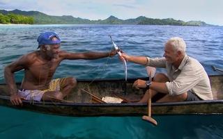 Độc đáo cách câu cá bằng diều lá và mạng nhện ở Solomon