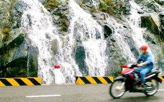 Video: Mưa lớn xuất hiện nhiều thác nước, tiềm ẩn sạt lở ở Khánh Hòa