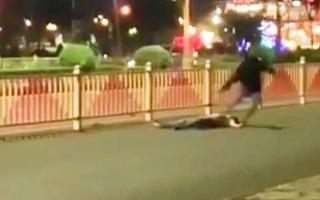Video: Băng nhóm chém nhau kinh hoàng trong đêm ở Bình Phước