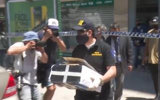 Video: Cảnh sát khám xét nhà bác sĩ của Maradona