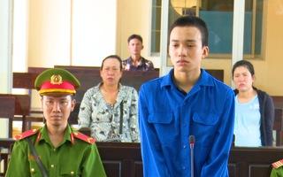 Video: Bênh mẹ, con trai đâm chết cha dượng
