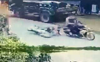 Video: Cướp giật dây chuyền, kéo lê người phụ nữ ở Đồng Nai