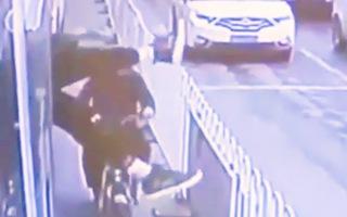Video: Trộm bị bắt quả tang 'phi thân' qua cửa sổ xe buýt để thoát thân