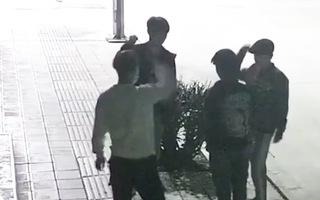 Video: 4 thanh niên chơi oẳn tù tì để chọn người thực hiện trộm cắp