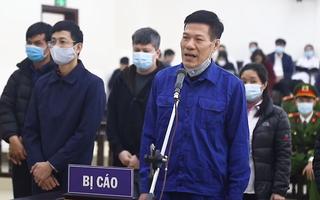 Video: Nâng giá máy xét nghiệm COVID-19, cựu giám đốc CDC Hà Nội và 9 đồng phạm hầu tòa