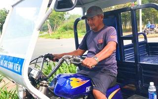 Video: Ông Minh 'cô đơn' được tặng xe ba gác mới, tiền dư mua xe máy tặng lại sinh viên nghèo