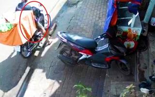 Video: Shipper bị trộm lấy mất xe và 20 đơn hàng đang đi giao cho khách ở Bình Phước