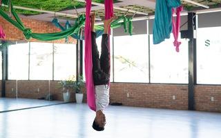 Xả stress, thư giãn cột sống hiệu quả với các động tác yoga dây đảo ngược