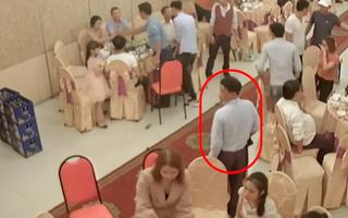Video: Ăn mặc lịch trà trộn vào nhà hàng tiệc cưới để trộm túi xách