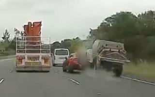 Video: Ôtô chở ma túy gây tai nạn liên hoàn trên cao tốc