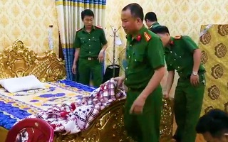 Video: Bắt hai cha con đại gia có biệt thự dát vàng ở Bà Rịa - Vũng Tàu vì 'cho vay nặng lãi'