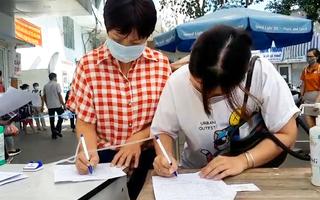 Video: Gần 80.000 sinh viên nghỉ học vì 2 bệnh nhân nhiễm COVID-19