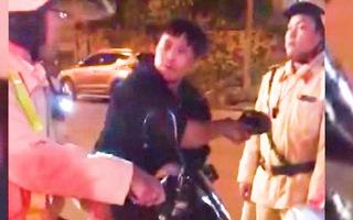 Video: Tạm giữ hình sự đối tượng tấn công CSGT